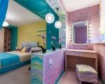 Интерьер спальни с лоджией