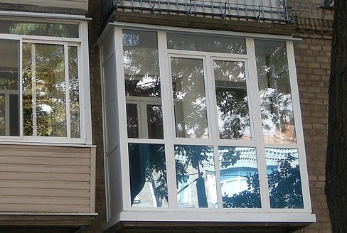 Французские окна на балкон и их виды, французское остекление.