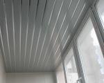 Обшивка потолка балкона пластиком