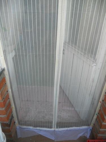 Москитная сетка на балконную дверь: дверные сетки от комаров.
