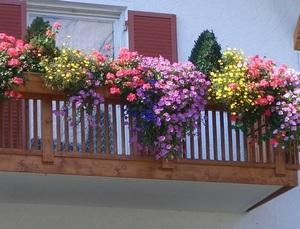 Купить ящик на балкон для цветов