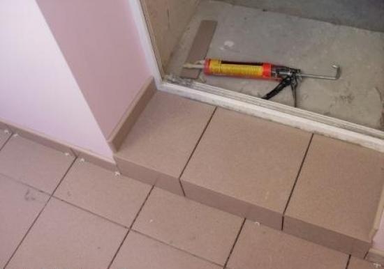 Как сделать порог на балкон: на балконную дверь из плитки, п.