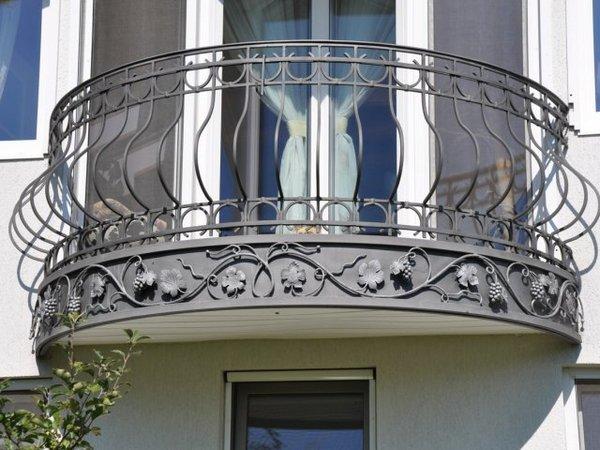 кованый балкон в французском стиле