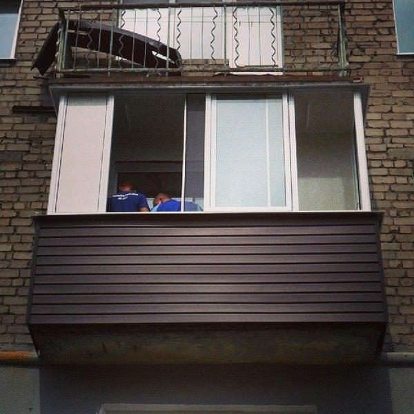 раздвижные окна на балконе