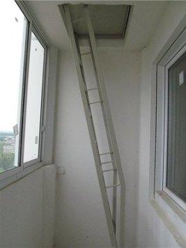Пожарная лестница на балконе: можно ли убрать, срезать, диза.