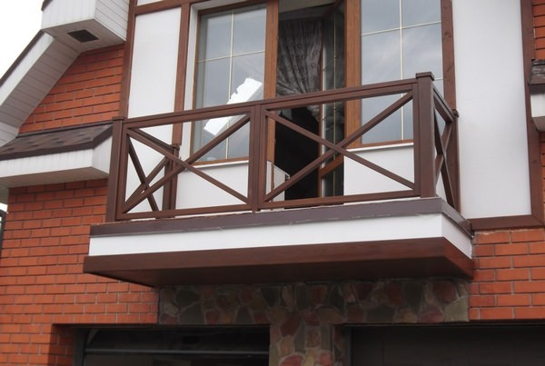 ограждение балкона из дерева