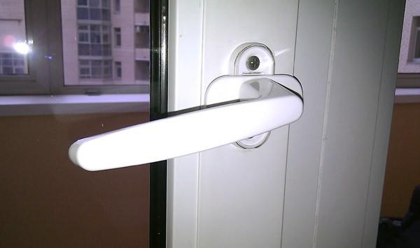 балконная дверь не закрывается