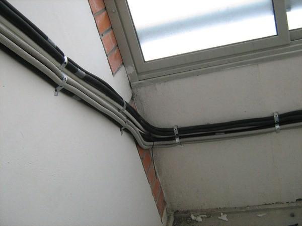 монтаж кондиционера на балконе
