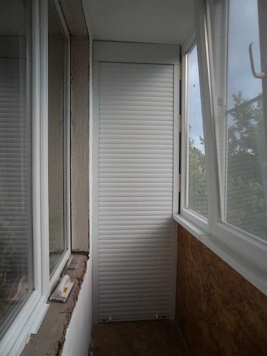 балконный шкаф с рольставнями