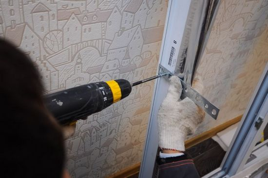 как правильно установить балконную дверь