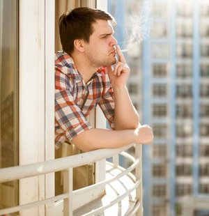 seks-na-balkone-utrom-na-lyudyah